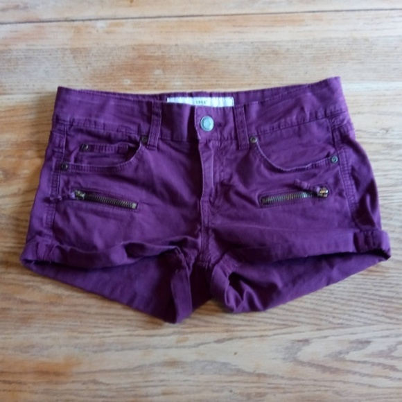 H&M Pants - *** 3 For $15 *** H & M - 7 Pocket Booty Shorts